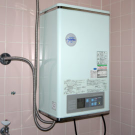 How to Change the Thermostat of an Electric Water Heater