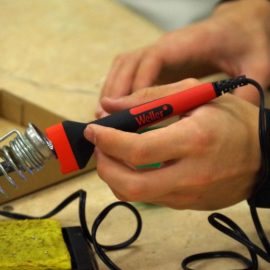 Professional Electricians: 5 Reasons to Hire Them