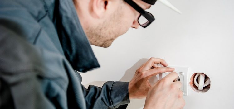 Warning Signs That Show It's Time to Call an Emergency Electrician