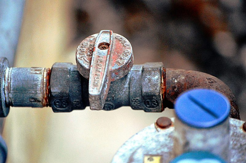 Maintenance and repair of an isolation valve